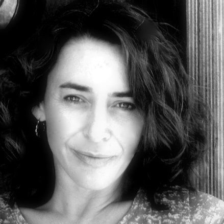 Portrait Sandrine Desnoues architecte d'intérieur coloriste